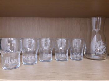 Ejemplo de vasos y jarra grabados